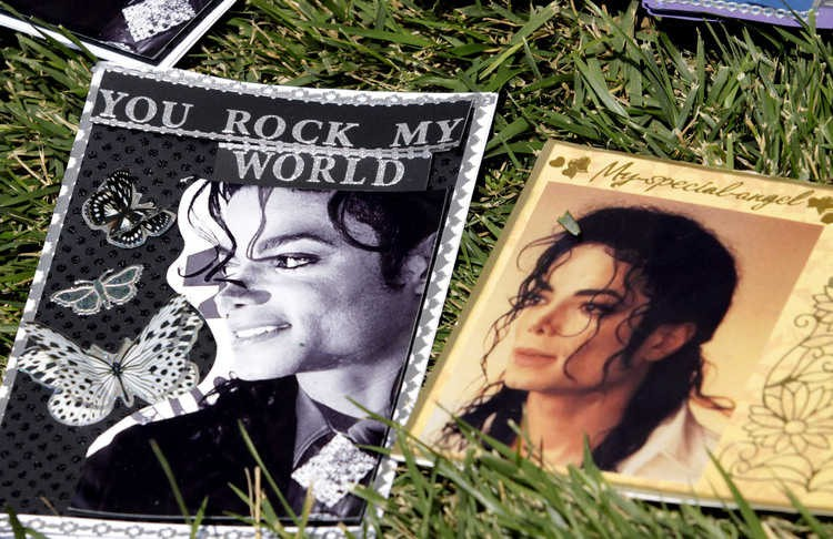 michael-jackson-2nd-anniversary-of-his-death-forest-lawn-memorial-park-cemetary-10.large.jpg