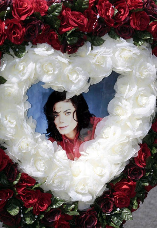 michael-jackson-2nd-anniversary-of-his-death-forest-lawn-memorial-park-cemetary-18.large.jpg