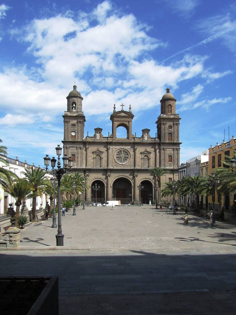 1200px-Cathedral_of_Santa_Ana.jpg
