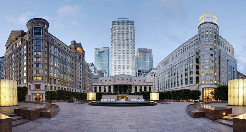 Cabot_Square_Canary_Wharf_-_June_2008-2.jpg