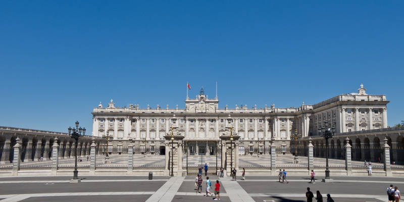Palacio_Real_de_Madrid_-_03-1.jpg