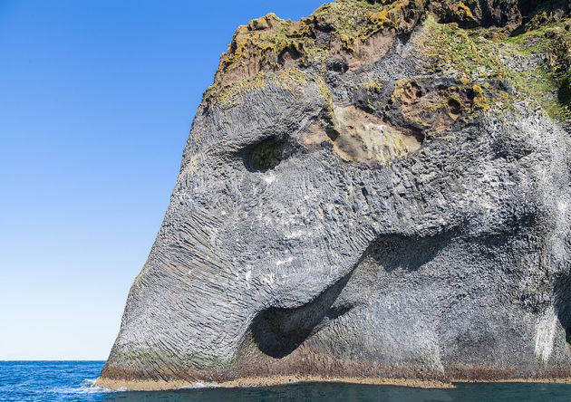 elephant-rock-ijsland.jpeg