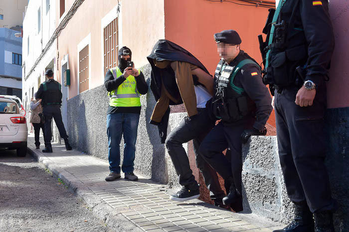 guardia-civil-registra-vivienda-detenido-36_g.jpg