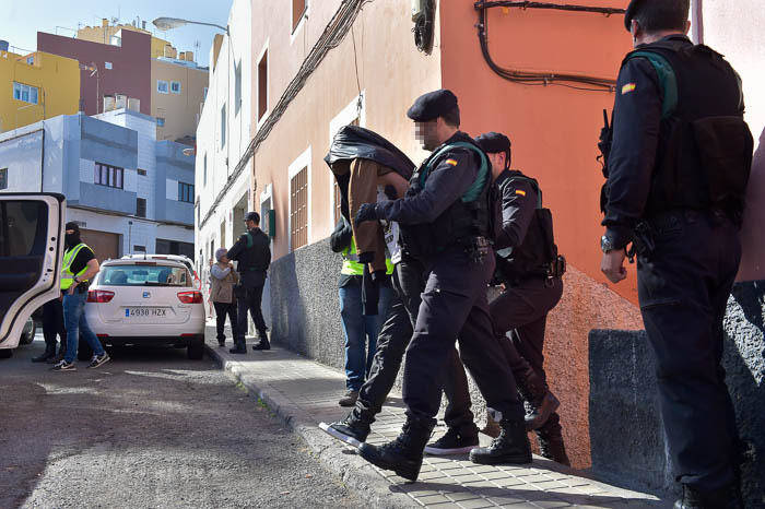 guardia-civil-registra-vivienda-detenido-37_g.jpg