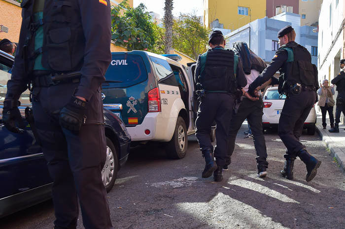 guardia-civil-registra-vivienda-detenido-38_g.jpg