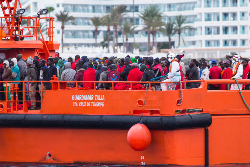 migrants-arrive-aboard-spanish-maritime-rescue-13_g.jpg