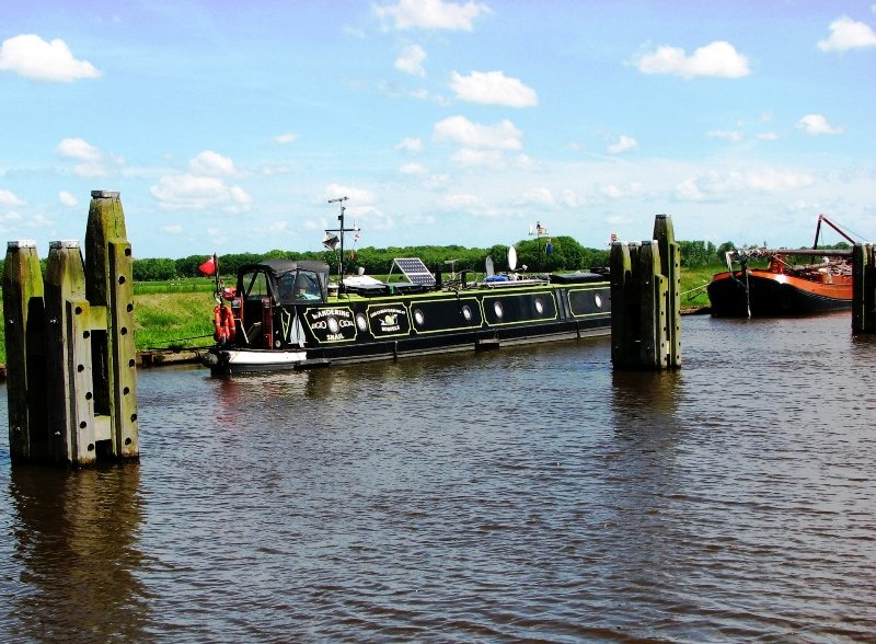 4-canal-boat-of-narrowboat.large.jpg