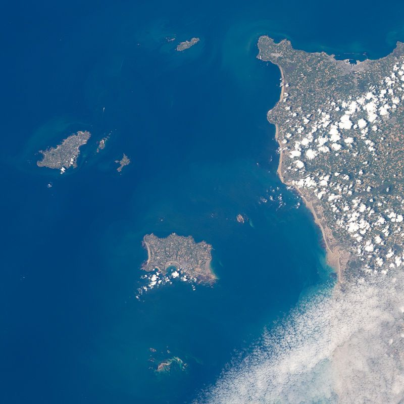 Channel_Islands_viewed_from_ISS_in_2012_cropped.JPG