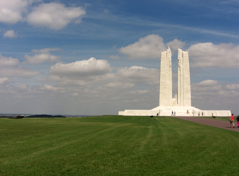 2008-8-09-wo-1-vimy-canadese-monument-top-vimy-ridge.large.jpg
