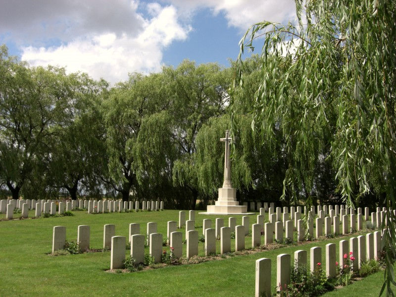 2009-7-14-le-trou-aid-post-cemetery-8.large.jpg
