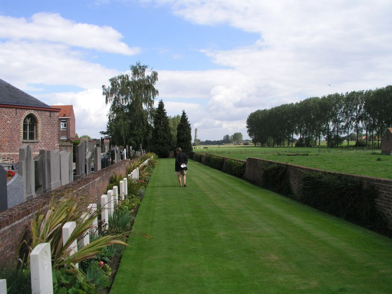 reninghelst-churchyard-war-cemetery-p8310049.large.jpg