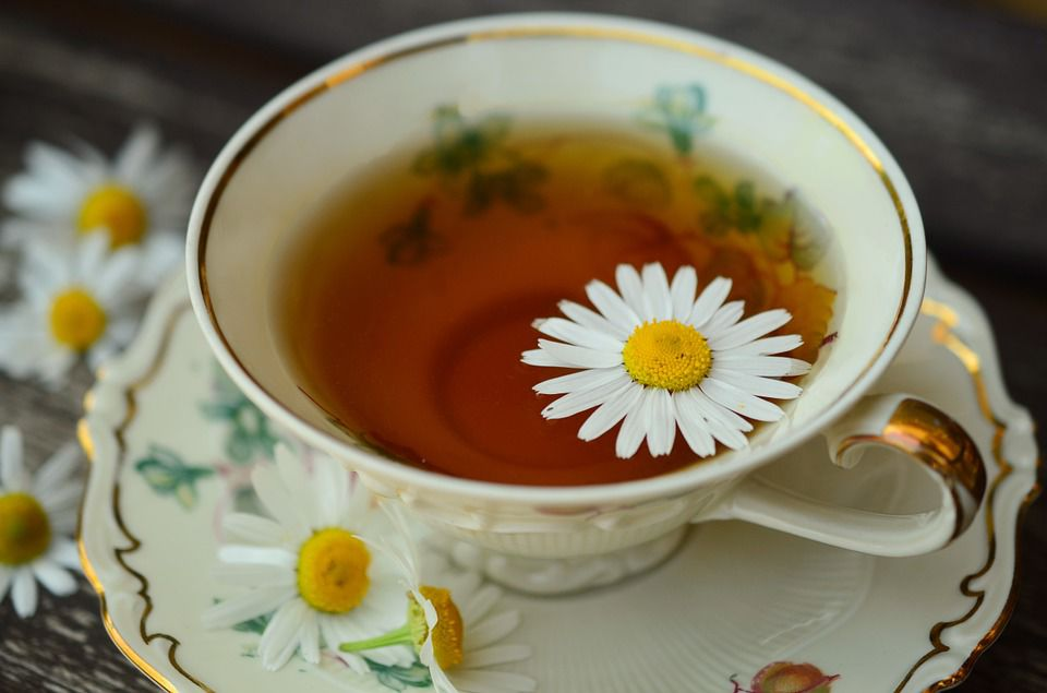 Article_2_Picture_2_chamomile-tea-and-flowers-1.jpg