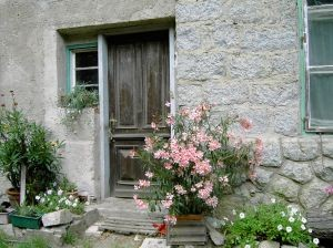 875835-cottage-entrance.large.jpg