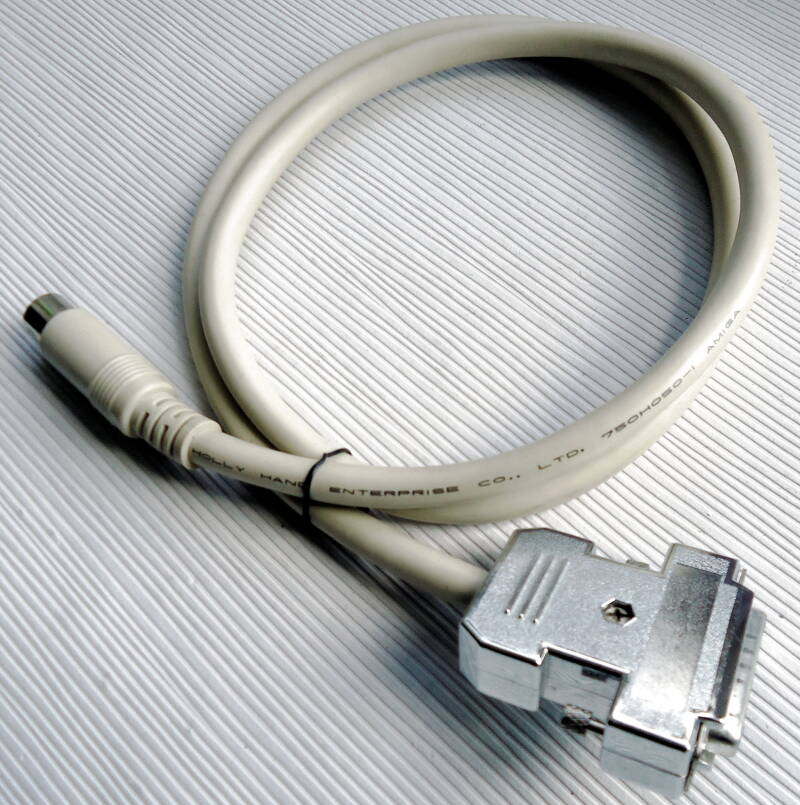Amiga 500/600 - Video cable DB23 female to DIN 6 pin (region free)