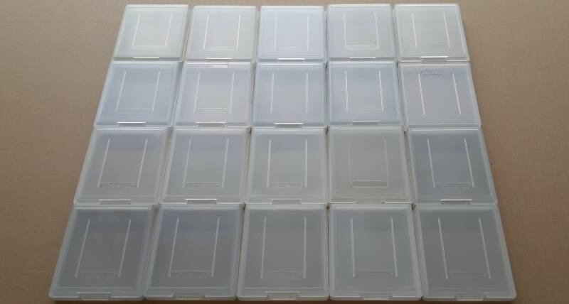 Game Boy Color - Lot of 20 Nintendo protection cases for Game Boy Color cartridges