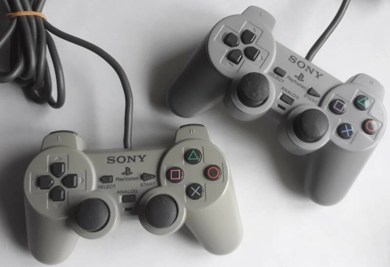 PS1 - Controller Gray SCPH-1200 Analogue Controller lot of 2 (region free)