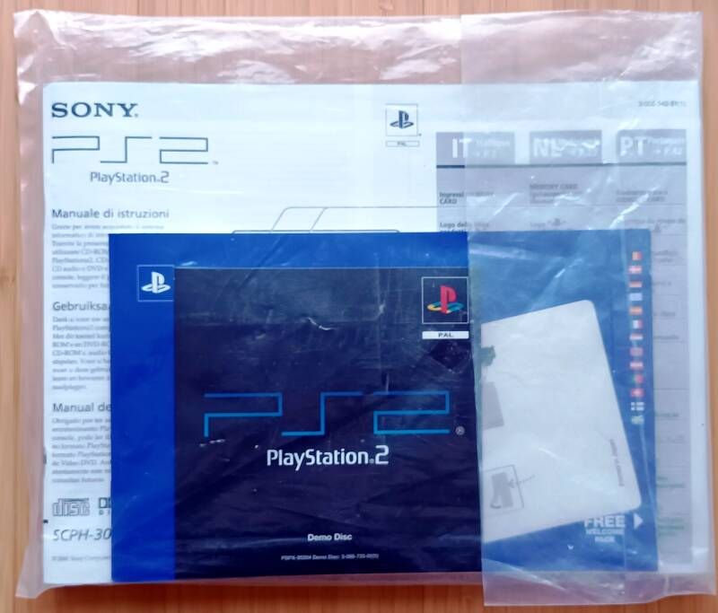 PS2 - Documentation set (unopened) for console SCPH-30004 (EU)