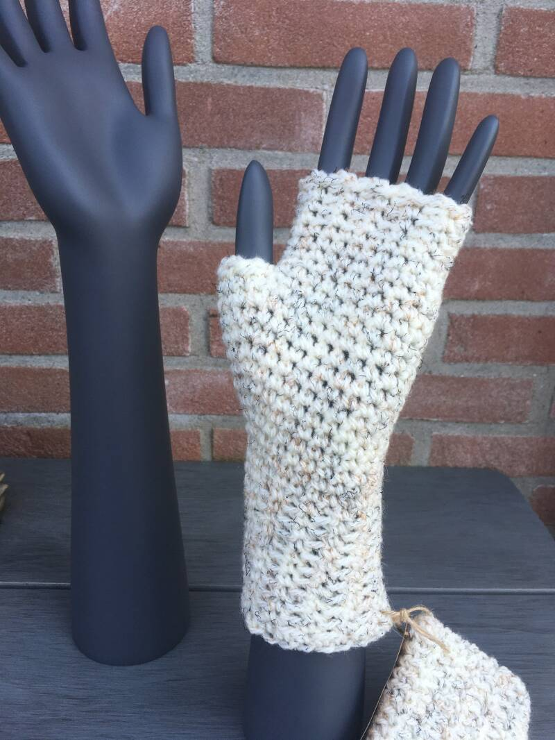 Mittens - Off white with 'speckles'
