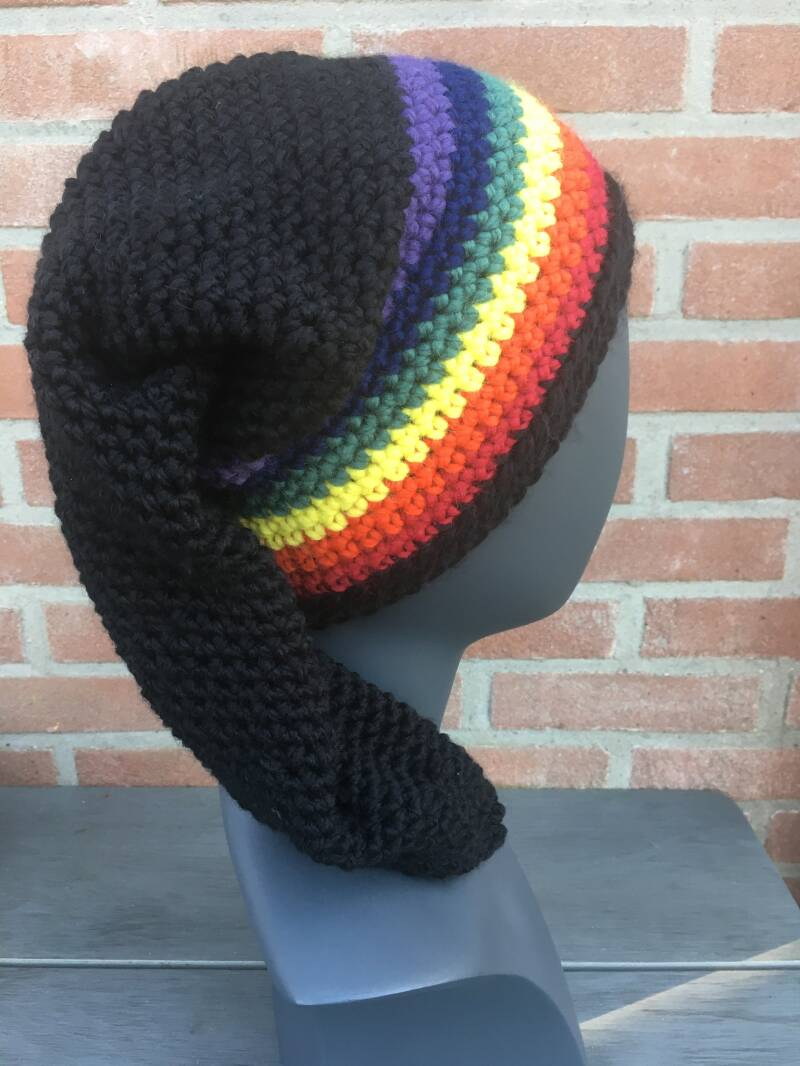"""Nissehue"" - Pointed Beanie: Rainbow"