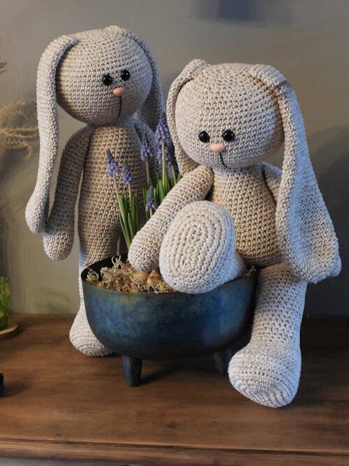 56. XXL Funny Bunny Basic faded beige (staand of zittend)