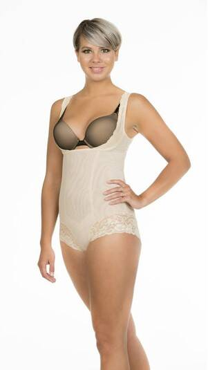 Shapewear Body met Kant van MAGIC Bodyfashion - 14BL