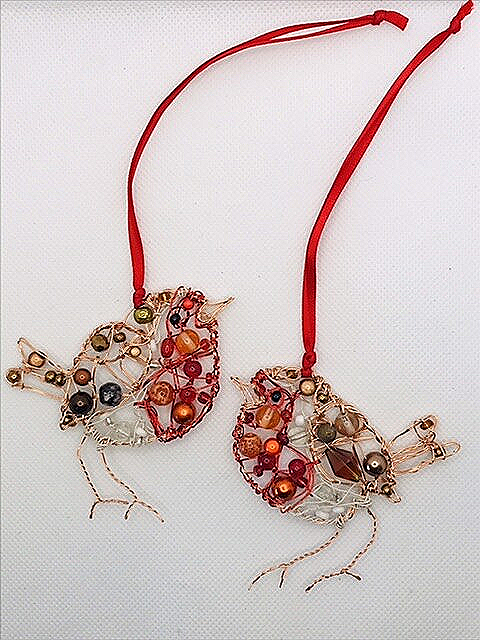 A pair of Robin Christmas decorations.