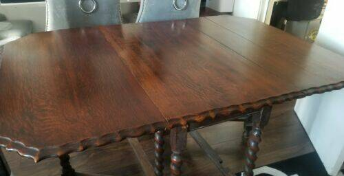 Scalloped Victorian Dinning Table and four chairs