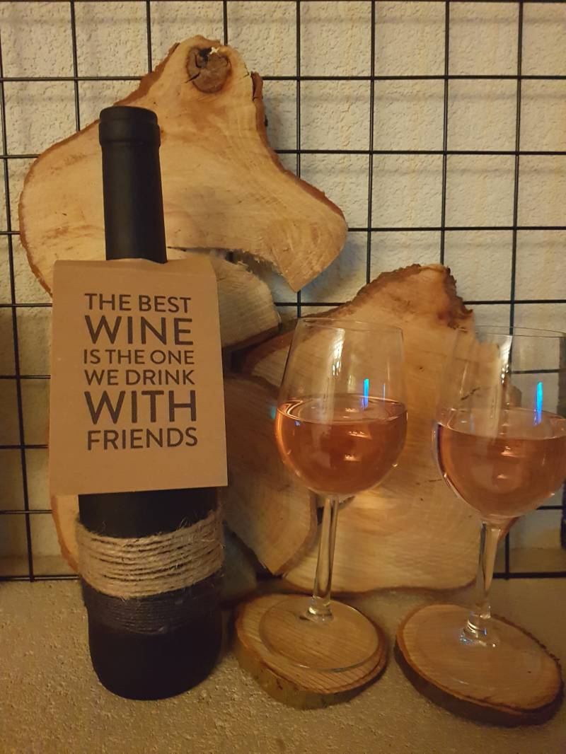 05 The best wine is the one we drink with friends