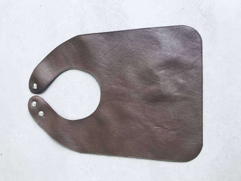 Leather bib | Dark brown