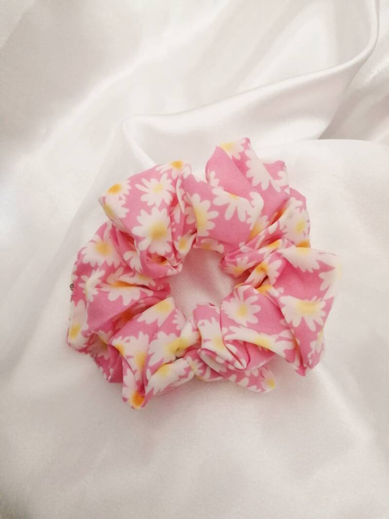 Flower Scrunchie - Pink