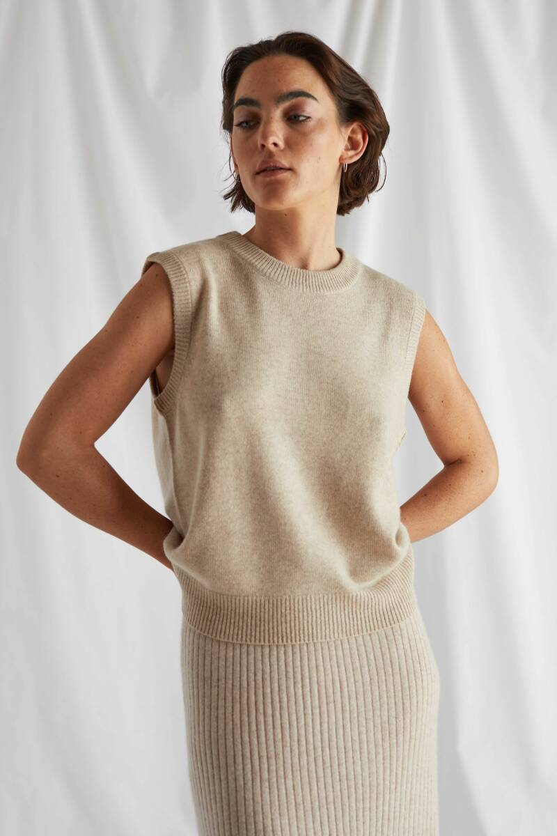 DAVIDA CASHMERE O-NECK VEST LIGHT BEIGE