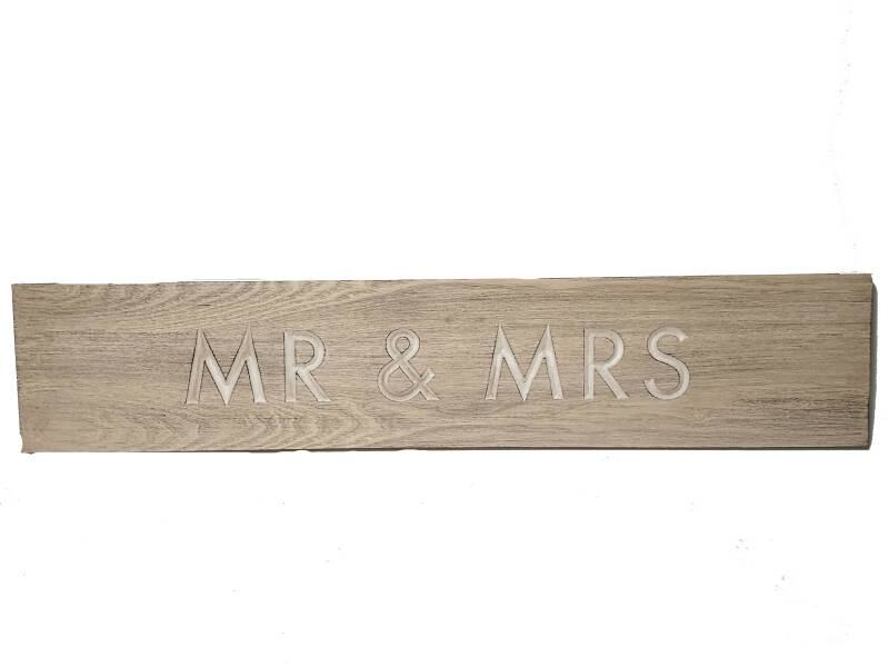 >Wall art Mr + Mrs 92cm