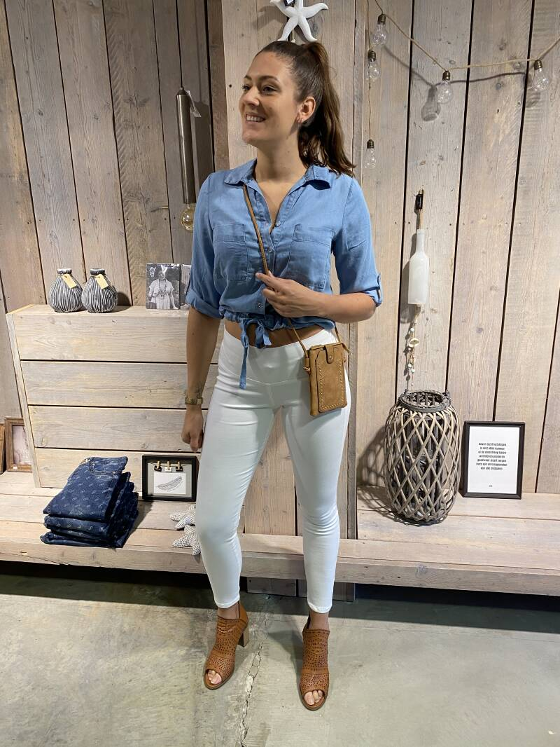 Cropped blouse jeans