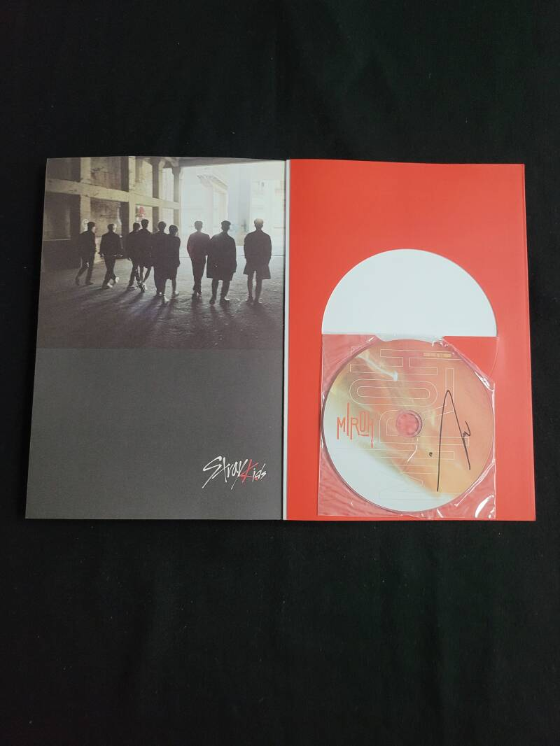 Stray Kids- Special album Woojin signed (Clè: Miroh / Miroh version) [2e hands]