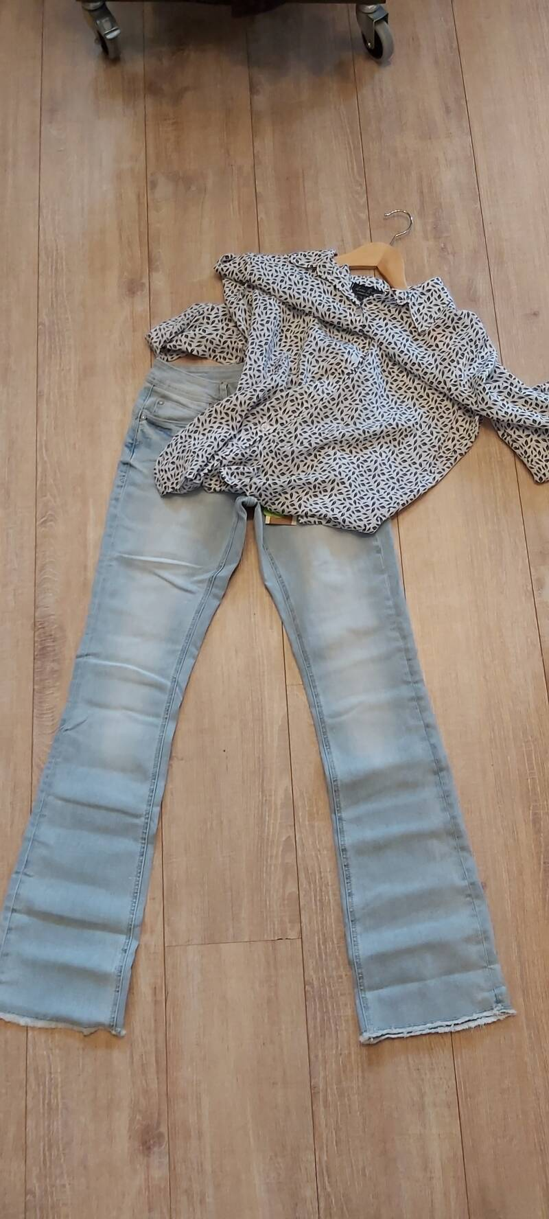 Jeans Red Button