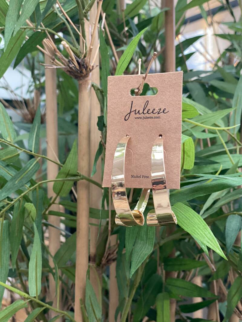 Juleeze Earings Gold With a Twist