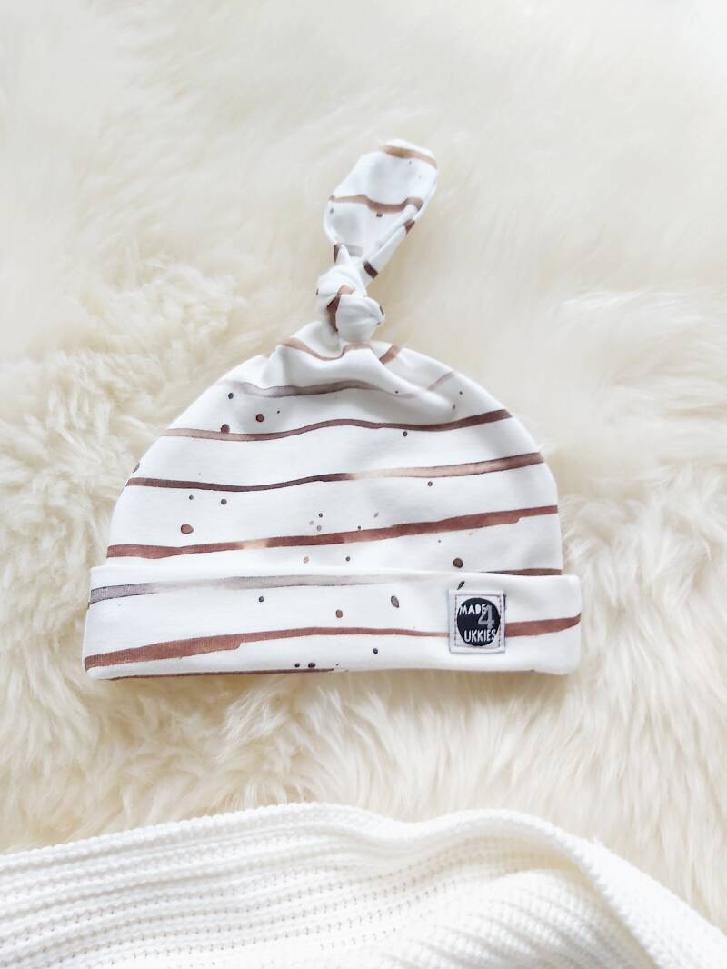Special Newborn knoopmutsje Stripes brown