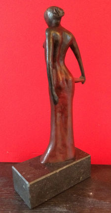 Lady in Red ed 8 - Bronze