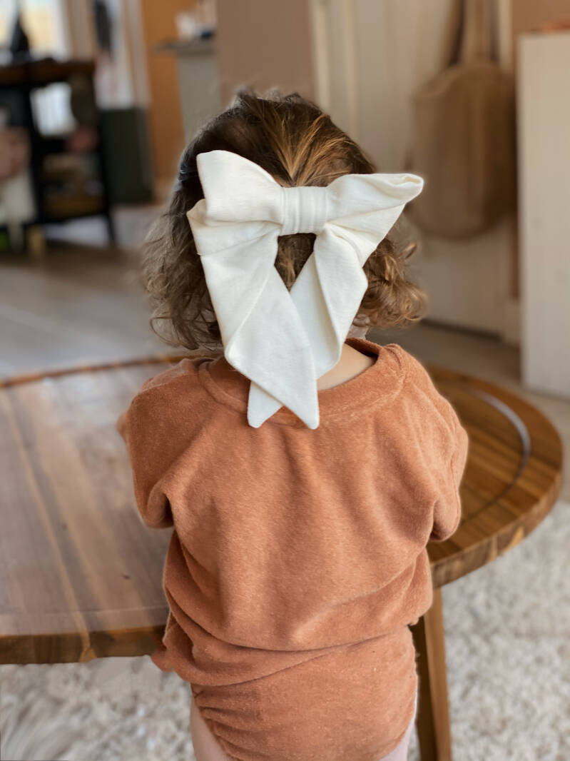 The linen swan bow