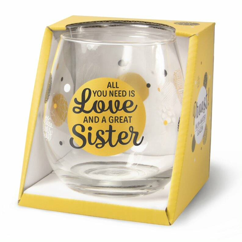 Gin-Waterglas: all you need is love and a great sister