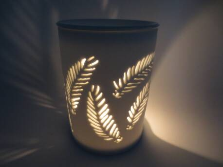 OIL BURNER WHITE WITH FEATHERS