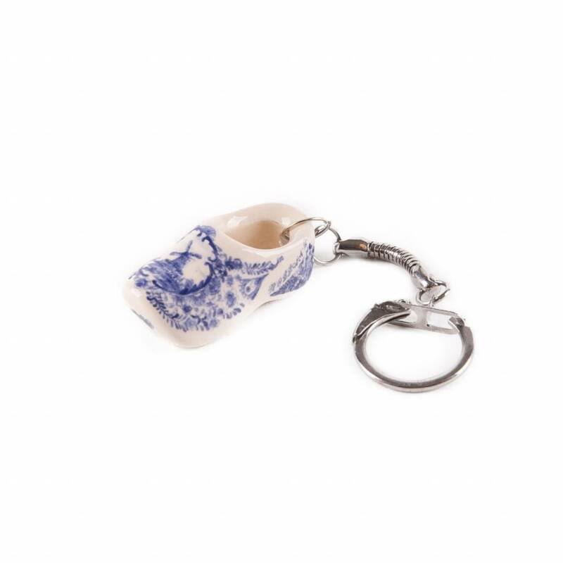 ceramic wooden shoe keychain delftblue