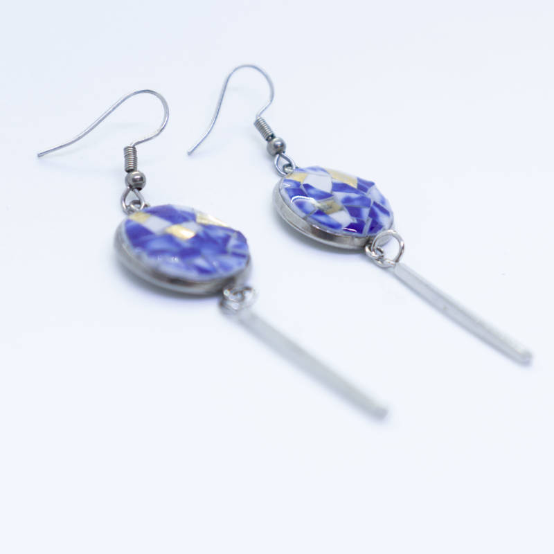 Oorbellen ingelegd met blauw/wit porselein - Dangle and drop earring with inlay of blue/white porcelain