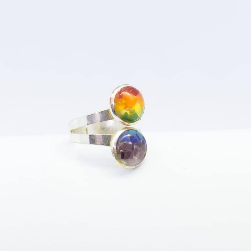 Verzilverde kleine ring in regenboogkleuren - Silver plated small ring in rainbow colors