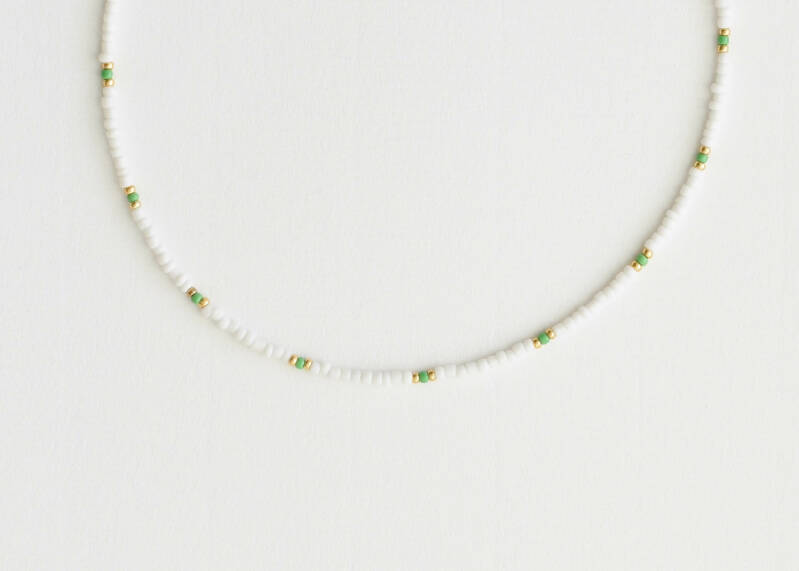 Light green, white pearl necklace
