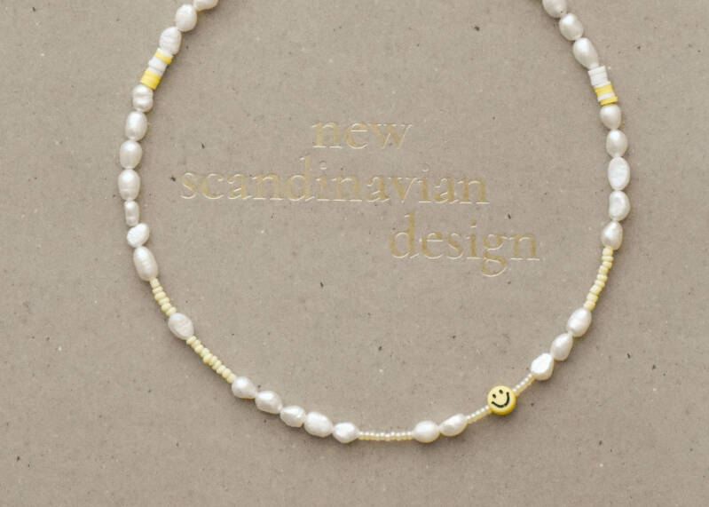 Water pearls Necklace 2 (yellow smiley)