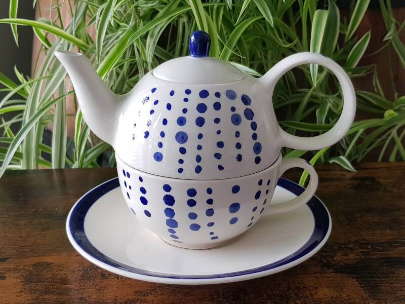 Tea for One - Blue dots