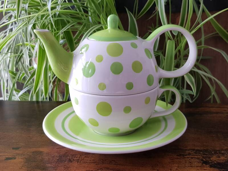 Tea for One - Green dots