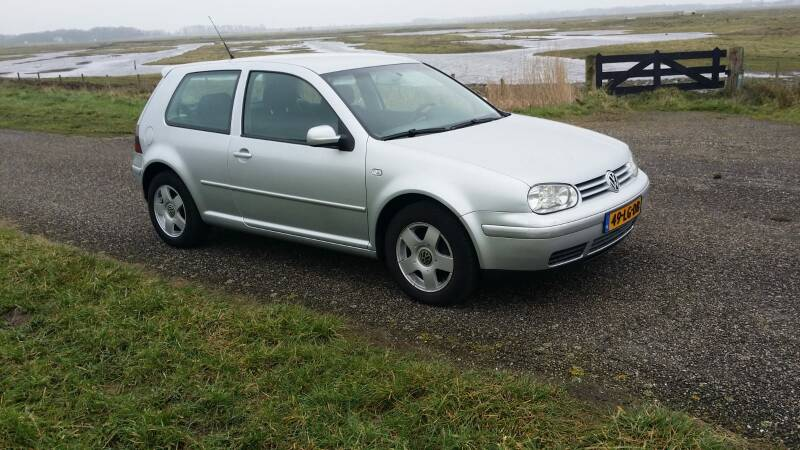 Volkswagen Golf 1.6 16V Highline