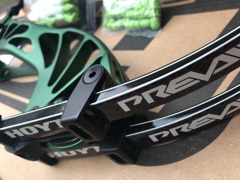 NEW Hoyt Prevail-40 - NEW UNBOXED - Matte Green